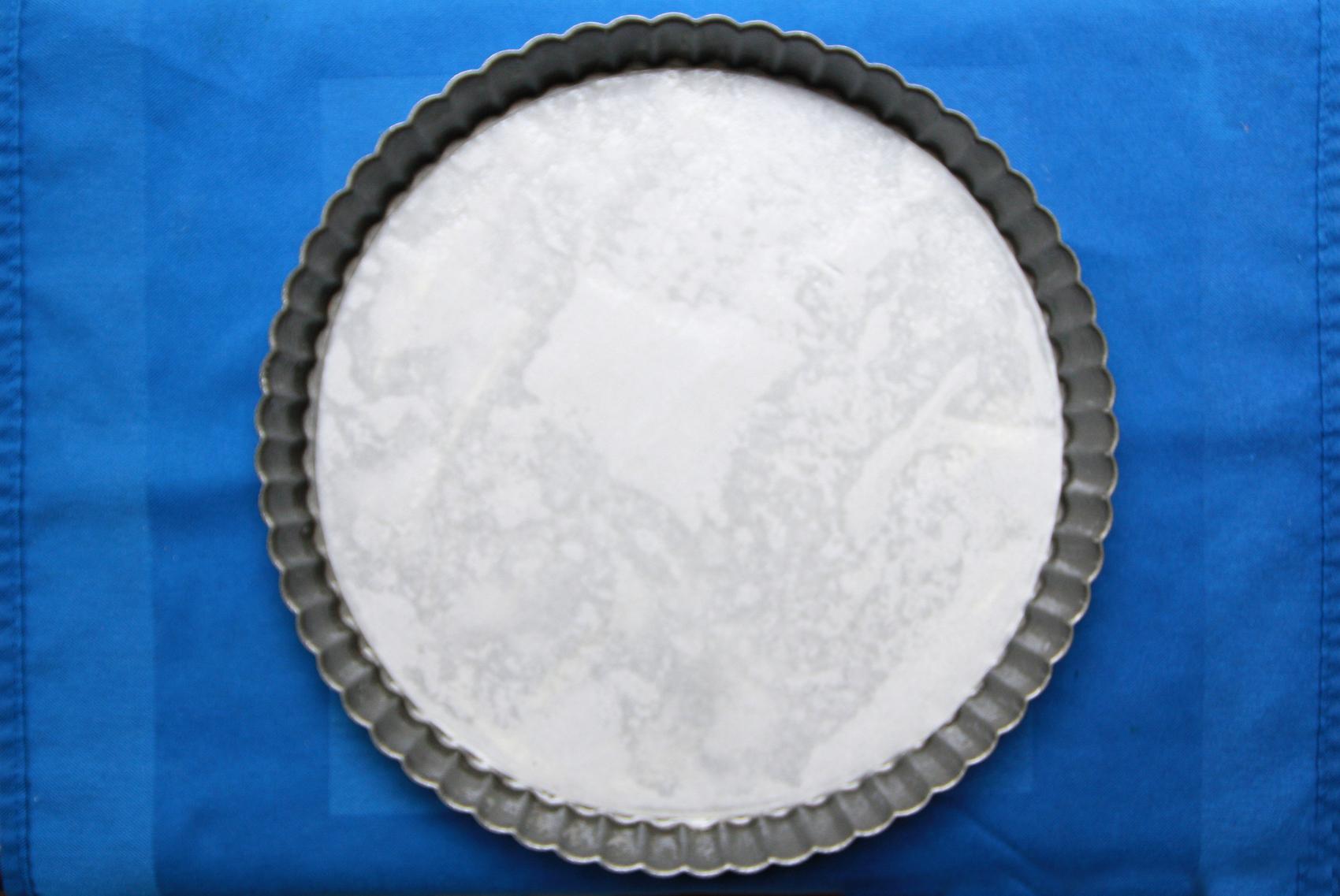 lining tart pan