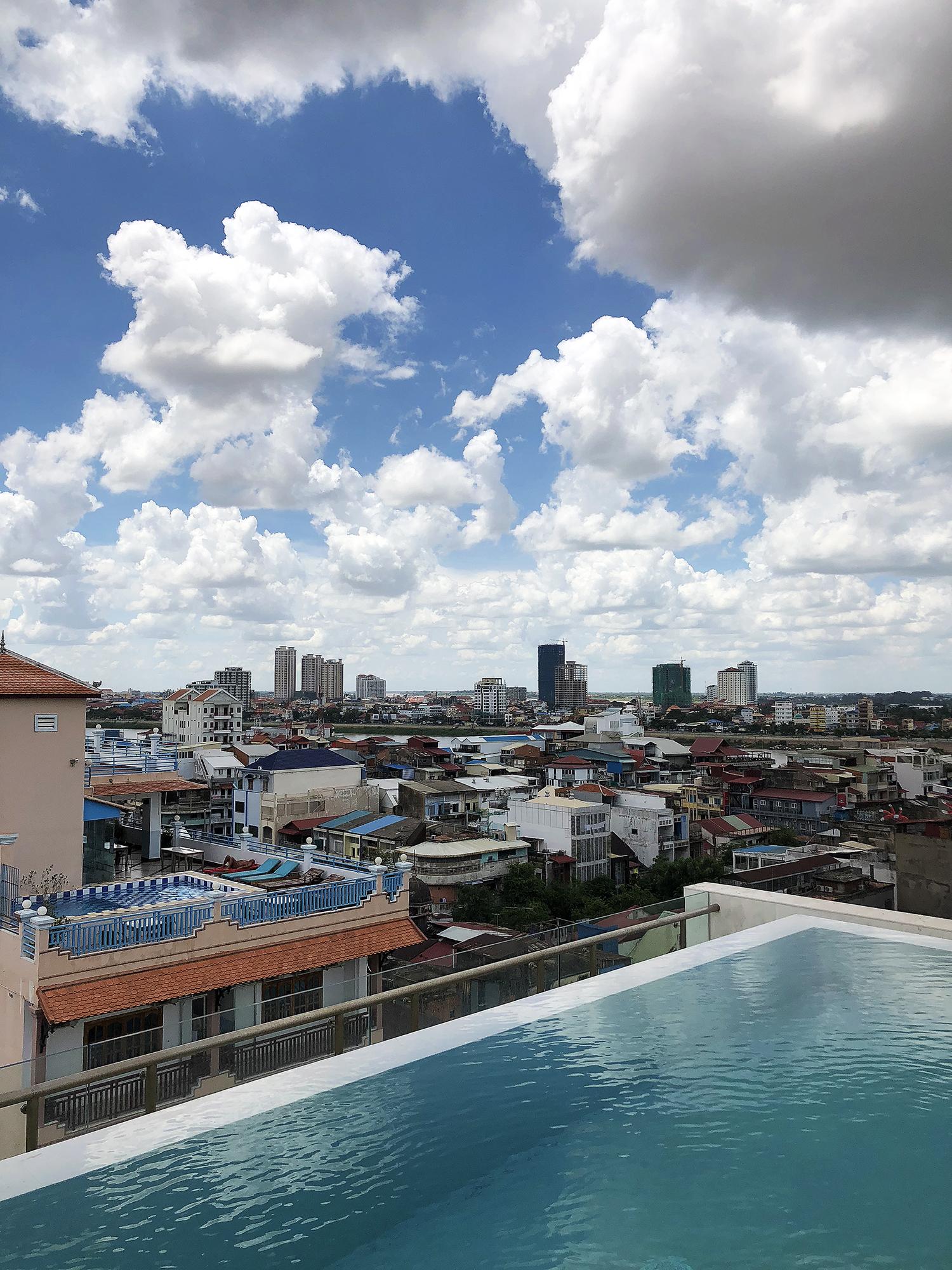 phnom-penh-hotel-rooftop-pool